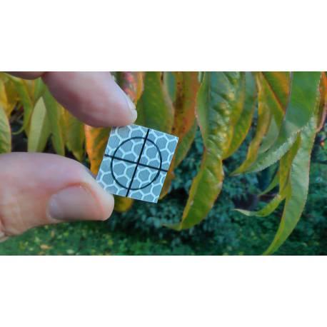 Odrazný štítek samolepící, 2 x 2 cm.