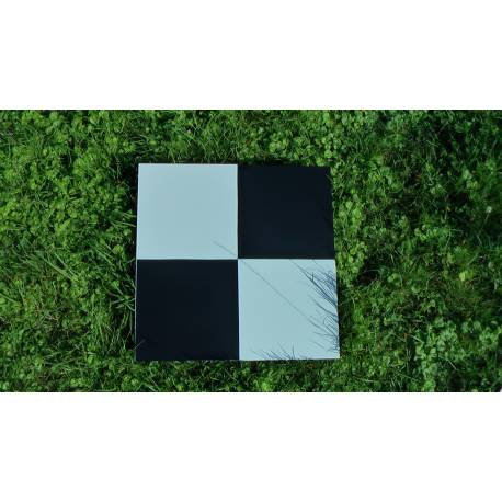 Signalizační terč 500 x 500 mm pro zaměřovací práce s dronem.
