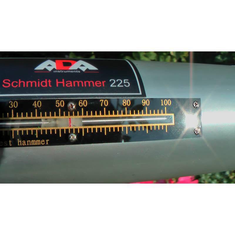 Schmidtovo kladívko ADA 225 s prvotní kalibrací.
