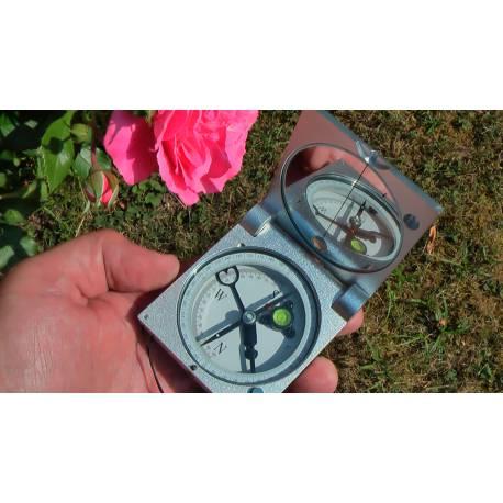 Geologický kompas.