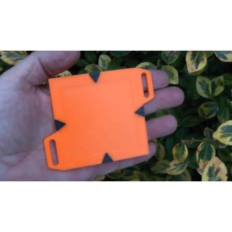 Podkladní destička pro umístění štítku 6x6cm.