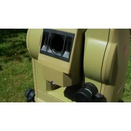 Totální stanice Leica TC 600 s příslušenstvím, použitá.